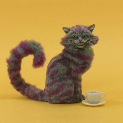 Miniature 1:12 Cheshire Cat sculpture by Pajutee