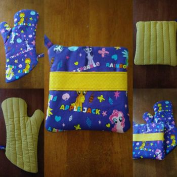 MLP Oven Mitt and Hot Pad Set, Yellow by MechanicalApple