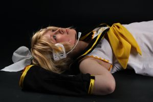 Kagamine Rin cosplay by TomatheSpook