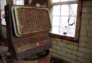 An old space heater by Hertz18360