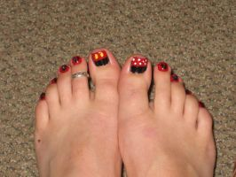 Mickey Mouse Toenails by yellow-tulips
