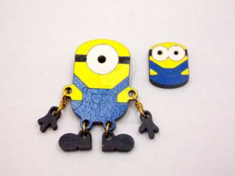 Minion brooches with moveable pieces by tenczerszofi