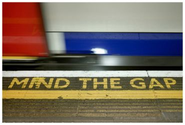Mind The Gap by makepictures