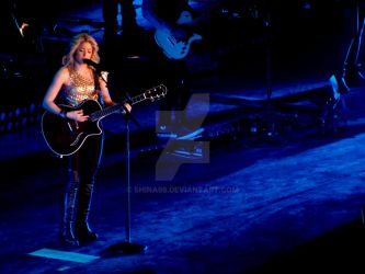 Shakira live in Turin by shina88