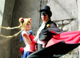 Sailor Moon and Tuxedo Mask cosplay by SailorMappy