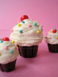 Polymer clay cupcakes by strawberrywafers