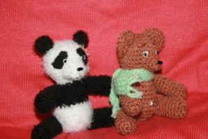 Panda 2 and the Bear in the mint scarf by Mamazoya