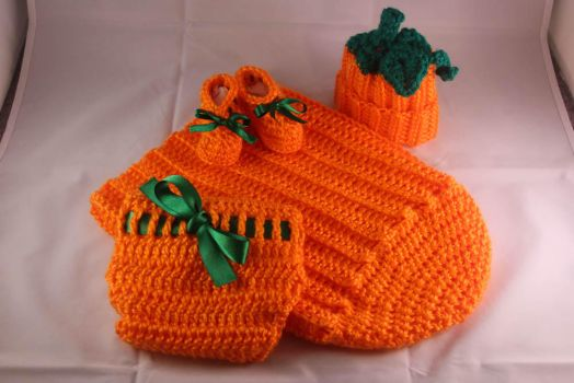 Crochet Newborn Pumpkin Set by designsbymishi