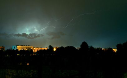 Thunder in the night by f3rdie