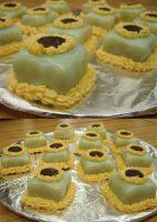 Sunflower Petit Fours by Zappe