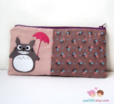 Totoro smiling with umbrella pouch by yael360
