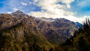 Its not easy to climb up there: Majestic Himalayas by pranav03