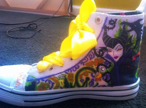 Custom Disney shoes! -right inside- by blackbirdbethie88