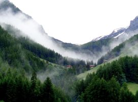 misty mountains by Mittelfranke