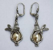 Earrings with dragonflies by Pinkabsinthe