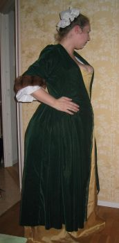 18th century wrapping-gown by Isiswardrobe