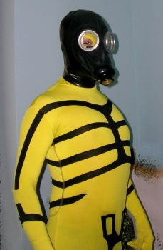 Kriminal with gasmask+rubber hood 1 by rubbermask