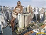 Giantess Naomi Campbell lean by lowerrider