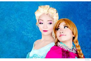 Frozen: Elsa and Anna by JoviClaire