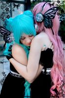 Hold me - Magnet by Sally-hiou