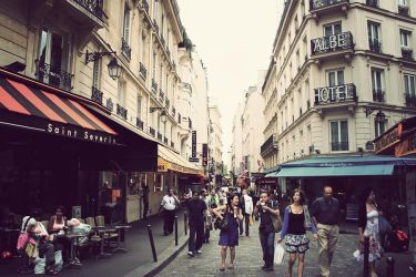 Life in Paris by cementum