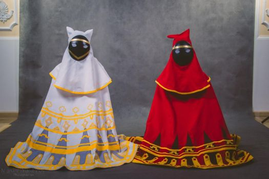 Red robe figure and White robe figure by Walter-D