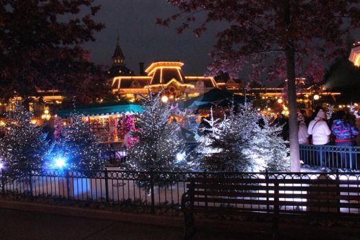 Town Square Disneyland Paris Noel by Edwardlefou