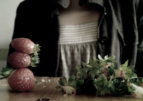Fraises by br0kenflowerz