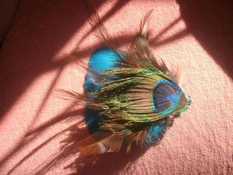 Peacock feather hair clip by kukuramutta