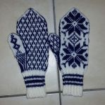 Navy blue traditional Selbuvott mittens by KnitLizzy