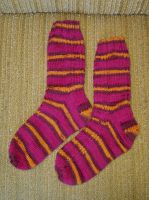 Ryggesocks - burgundy and gold stripes by KnitLizzy