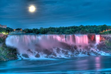 Full Moon over the Falls by arnaux
