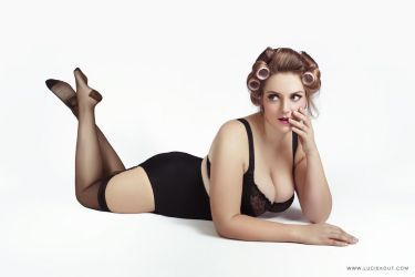 Pinup by luciekout