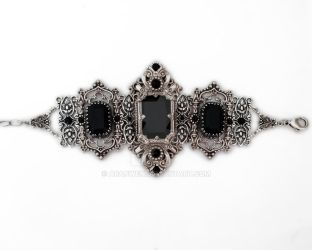 Gothic bracelet with black swarovski by Aranwen