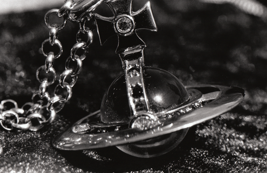 Vivienne Westwood chain bw by sutewi-chan