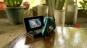 Miku playing with 3DS by mitch1911