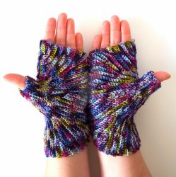 Heather Starburst Mitts by FearlessFibreArts