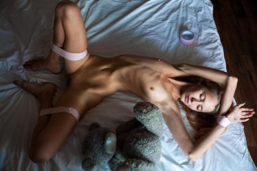 not a girl games(nude model test shot) by Aledgan