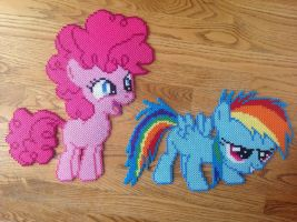 {Perler} Pinkie Pie and Rainbow Dash Fillies by OddishCrafts