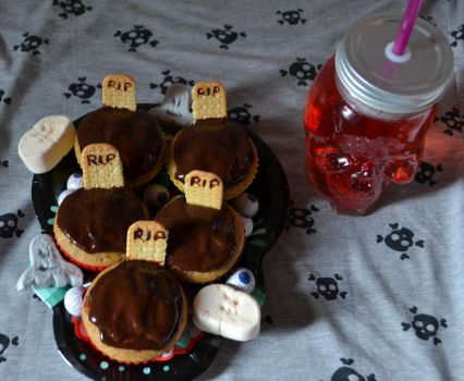 Cemetery pumpkin muffins by IllyDragonfly