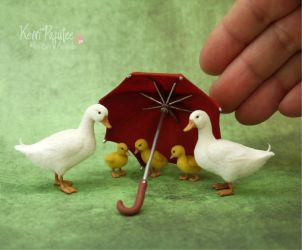 Miniature Pekin Duck Family Sculptures by Pajutee
