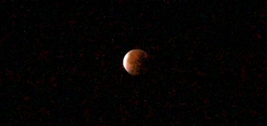 Blood Moon Zoomed by jomy10