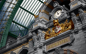 Antwerpen Central Train Station by Tzoli
