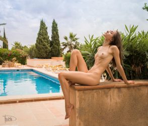twisting by the pool by philippe-art