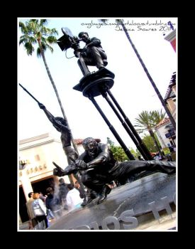 Universal Studio Statue by bagelsinmypantaloons
