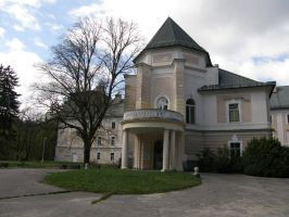 Lefantovce - Front of mansion by Gwathiell
