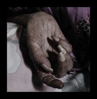 old woman hand by tuanjojoss