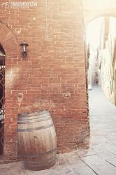 lonely barrel (Siena) by mystic-darkness