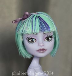 Monster High custom Twyla basic beauties repaint by phairee004