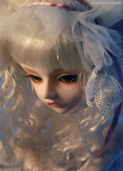 .The White Lady by ball-jointed-Alice